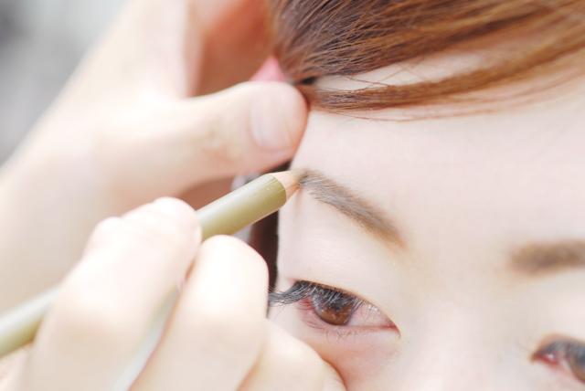 眉デザイニングコース|毛1本、デザイン数ミリこだわることで、眉だけではなくお顔全体のイメージや大きさ、形を美しい状態に導き美しい顔をデザイン|眉デザイニングは、男女ともにアプローチできる技術